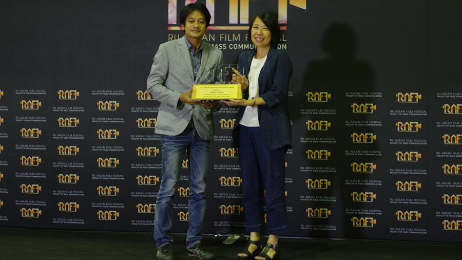 'พิมพกา โตวิระ' รับรางวัลเกียรติยศ RAFF ที่ ม.รามฯ